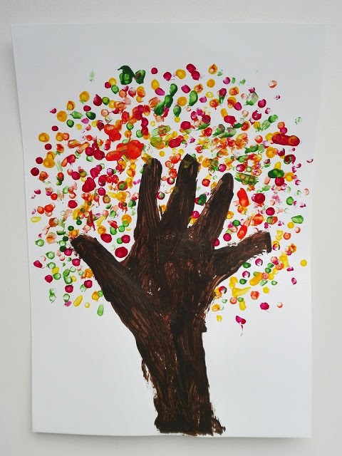 autumnhandprinttree28629